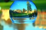 مناظر من الطبيعة داخل بلورات زجاجية